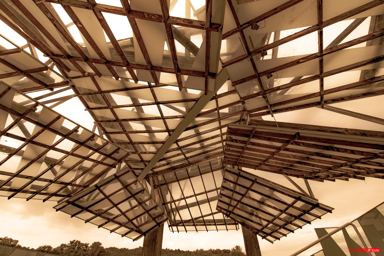 Pavillon de musique du centre d'art contemporain du domaine, Frank Gehry (2008). Château La Coste, mai 2018.