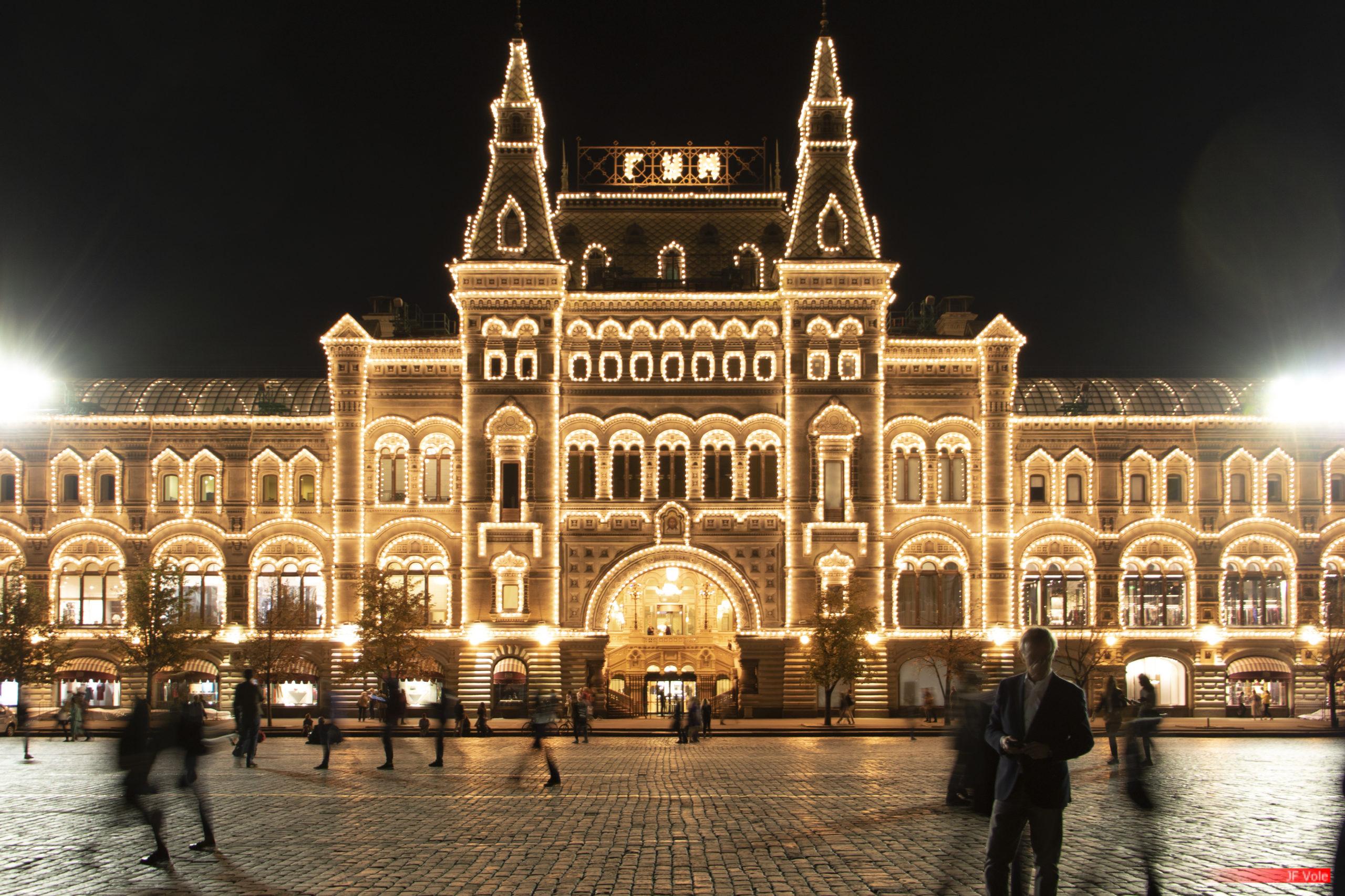 Les magasins Goum sur la Place Rouge, Moscou. Septembre 2018.